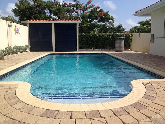 Zwembad van Kas di Bon Bida