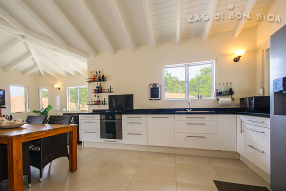 De keuken van Kas di Bon Bida - vakantievilla op Curaçao