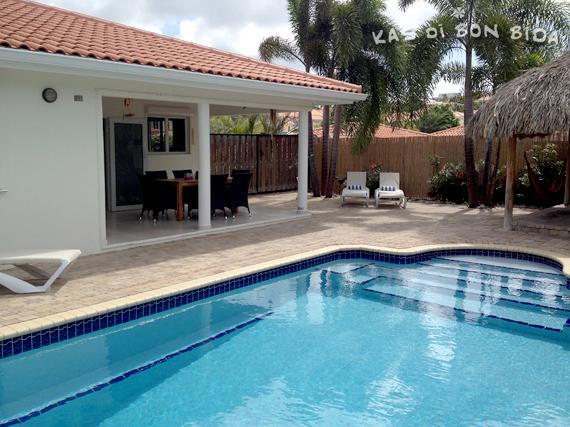 Het zwembad van Kas di Bon Bida - vakantievilla op Curaçao